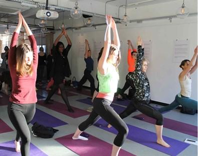 yoga-introjuicing_395x313