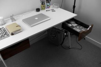 bandw-desk-image