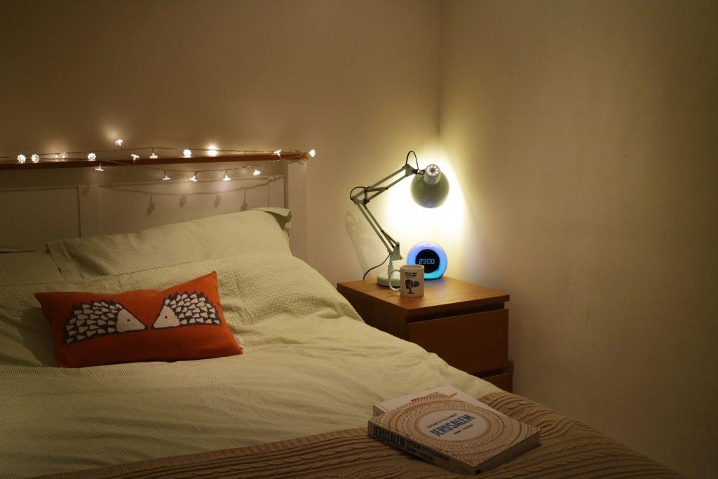cosy-bedroom-lighting